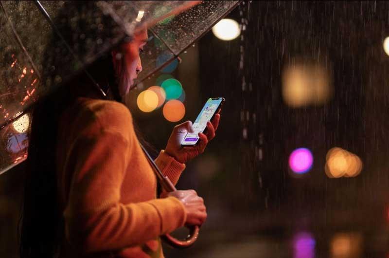 El fundador de Huawei no quiere que China prohíba los iPhones de Apple